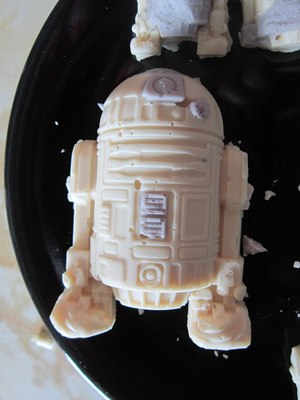 r2-d2 ice cube mold white chocolates