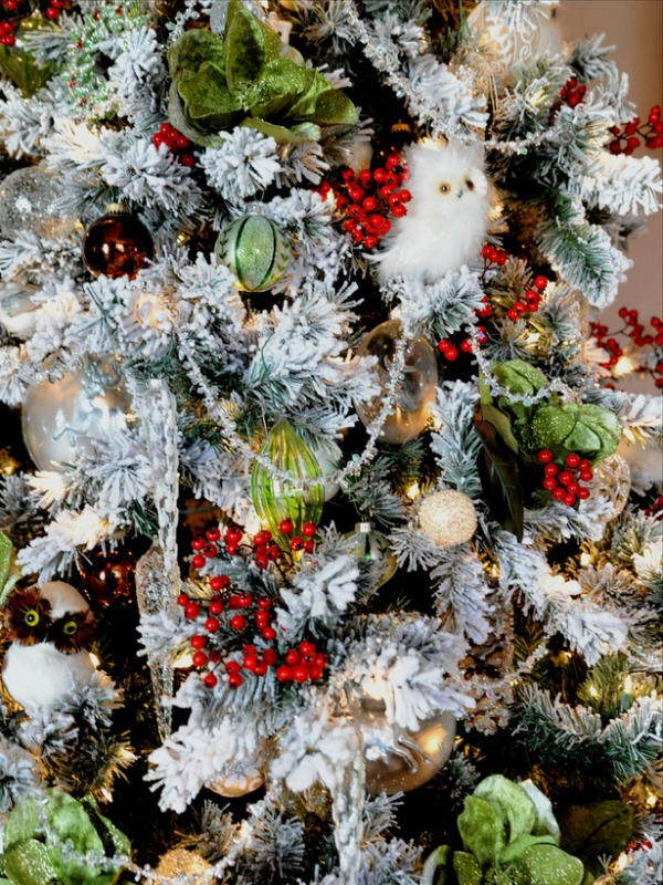 RMS_barbara-ann-Christmas-Tree-Woodland-Creatures-close-up_s3x4_lg