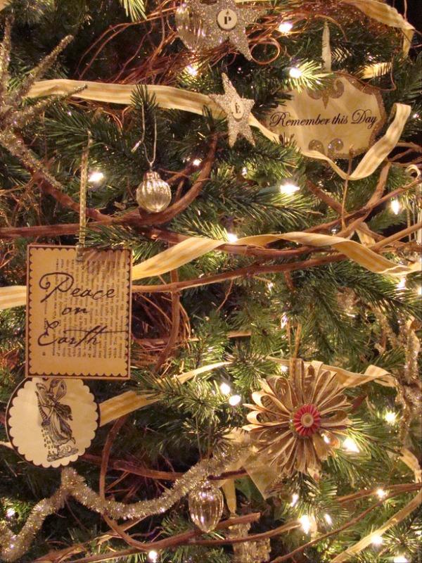 RMS_greeneyedmom-Christmas-tree_s3x4_lg