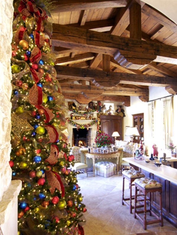 RMS_Leanne-Micheal-Interiors-Christmas-tree-colorful-2_s3x4_lg